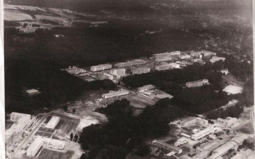 Vue aérienne de l'université Paris-Sud dans les années 1970